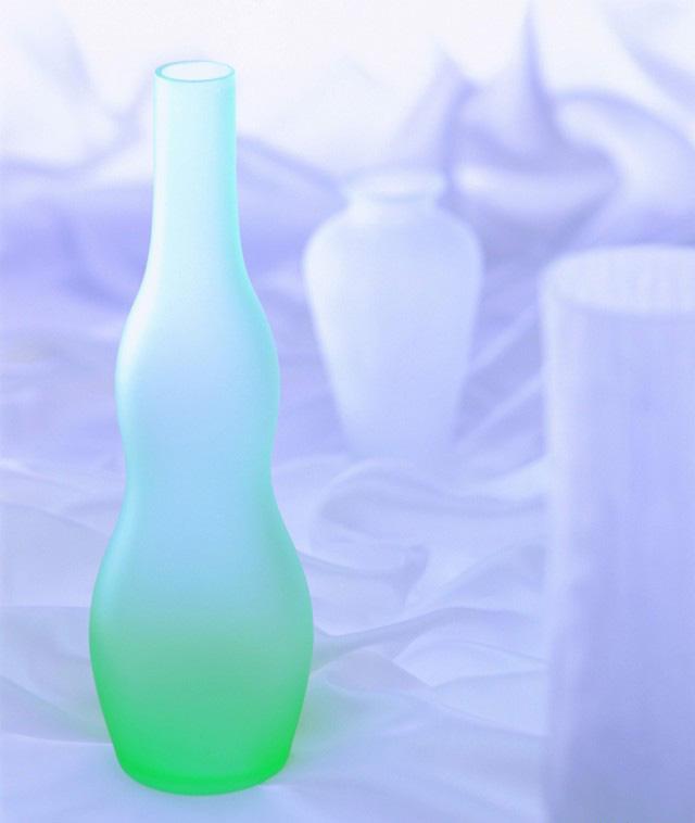 1999年我在东莞厚街的一家大集团的见过琉璃艺术品,而且我们当时也是开发最昂贵的桌灯-琉璃艺术灯,那时我们的老板买了一家专门做琉璃的工厂,琉璃都是从北方运过来的,可惜当时数码相机不普及没能亲自拍下唯美的艺术琉璃灯