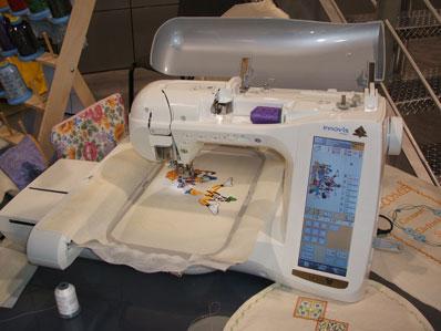 最近CES(国际消费电子展览会)上展示了一款你绝对想象不到的产品------缝纫机!!不过这可不是一般的缝纫机,Innov-is 4000D缝纫机是Brother品牌产品杰出的创新能力与无以伦比的易用性结合的绝佳代表。         In