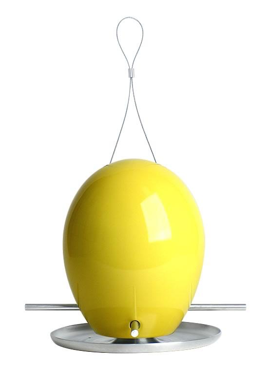 这种蛋形喂食器能够吸引各种野生鸟类,干净、别致的外观使得其成为任何户外环境的完美点缀。这种手工制的喂食器简单易用,持久耐用,且能够防止灰松鼠的进入。 易用性<br /> 两根铝制支杆连接并支撑陶瓷主体与铝制底座。将