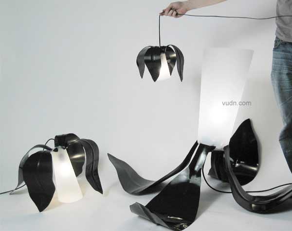 """瑞典歌德堡大学设计与工艺学院的学生将在在米兰设计周上展出""""黑色的花""""设计者:FREDRIK FARG是一个有组织的、为公共空间设计的氛围灯。它具有良好的弹性,你可以随意自然的改变它、在空间中接纳它,创造一种空间感....."""