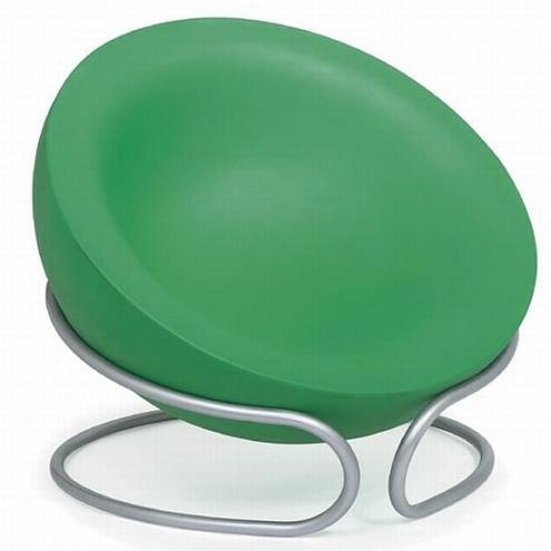 这款椅子采用了分体式的造型,下半部分与常规的椅子类似,也是一个支撑用的框架;上半部分则是一个半球形的椅面,不仅可以当作普通的椅子来使用,也可以单独拆卸下来供小孩子玩耍之用。