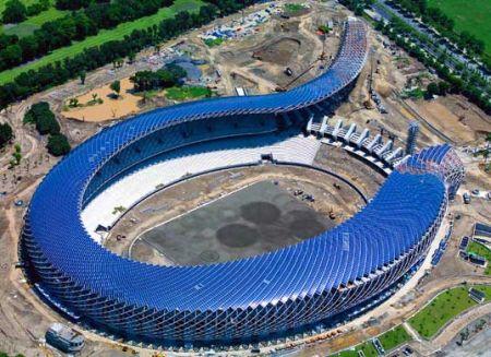 台湾新落成的体育馆简直让人难以置信。它不仅无与伦比的漂亮,而且百分之百采用了太阳能。这个有50000个座位的体育馆上覆盖着8844块太阳能电池板,能为田径场提供3300勒克斯的照明。如果顺利的话,不久的将来我们能看到越