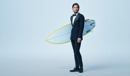 Quiksilver为白领上班族设计了一套运动款西服正装,使用潜水材料制作,拥有超强速干功能和弹力,但又不影响商务场合的正式着装,让你来一场说走就走的激情冲浪!【视频】购买