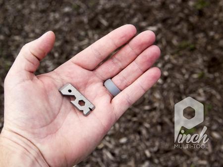 这款长仅3.8厘米,宽1.3厘米的钛合金小工具集合了众多家庭常用功能,如开瓶、拔钉子、开罐头、拧螺丝、测量等等,必然没有专业工具那么效率高,但小有小的好处哦,带到哪里都不费劲!Kickstarter