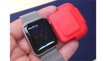 每款电子产品发售之初,销售最火爆的莫过于我们最爱的保护套啦,Apple Watch也不例外。SAGO为Watch量身定做,当你暂时不用或需要打包时它就派上用场了,可以防止屏幕损坏,机身被刮蹭等。