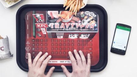 不少人在吃饭的时候也是离不开手机上的精彩内容,于是,KFC打算推出一款一次性蓝牙键盘餐纸,当你双手都沾满油渍和调料的情况下,不弄脏手机也能方便自如地同好友聊天交流,这么一来还会提升店内食品的销量也说不定呢!【视频】
