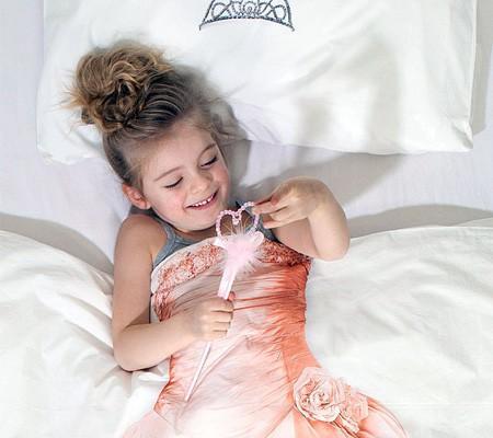 每一个女孩都是公主。用上这套床品,每晚都可以让家里的小天使仿佛变身成真正的公主哟。<br /> <br /> <br />
