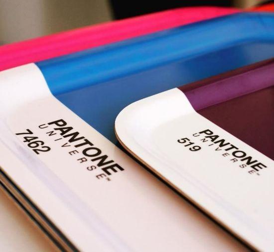 Pantone 公司是一家专门研究开发色彩的权威机构,其生产的 Pantone 色卡和色号已成为设计师们的通用语。最近,这家每年会发布流行色趋势的公司,在摩纳哥的海滩旁开了家咖啡店。<br /> <br />