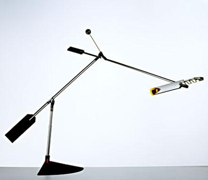 """他的Halley LED台灯是他长久职业生涯中新近的作品。在Tom Kelley的新书,The Ten Faces of Innovation中,他使用了一章来描述""""交叉作用者""""——就是指从某一个行业领域借鉴一个方案应用在另一个领域的人。例如电动扶梯,"""