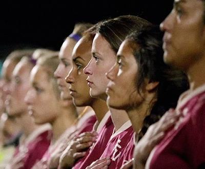作为美国女足的装备赞助商,耐克在6月9日美国对阵澳大利亚的女足世界杯小组赛开赛前发布了一支1分钟的广告。发布广告没什么新奇,神奇的是制作这支广告的广告公司的员工只有两个人。
