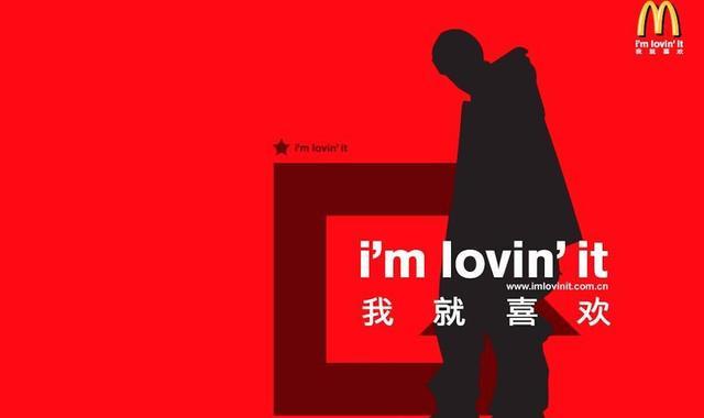 """又有新规定了!明年 1 月 1 日起,上海将推新规,规定户外标牌、设施上的广告应以汉字为主、外文为辅,不得在同一句中夹杂中英文。如果看到雷人翻译还可网络举报。品牌和广告公司又该头疼了,又不让用英文,翻译又要堪比央视的"""""""